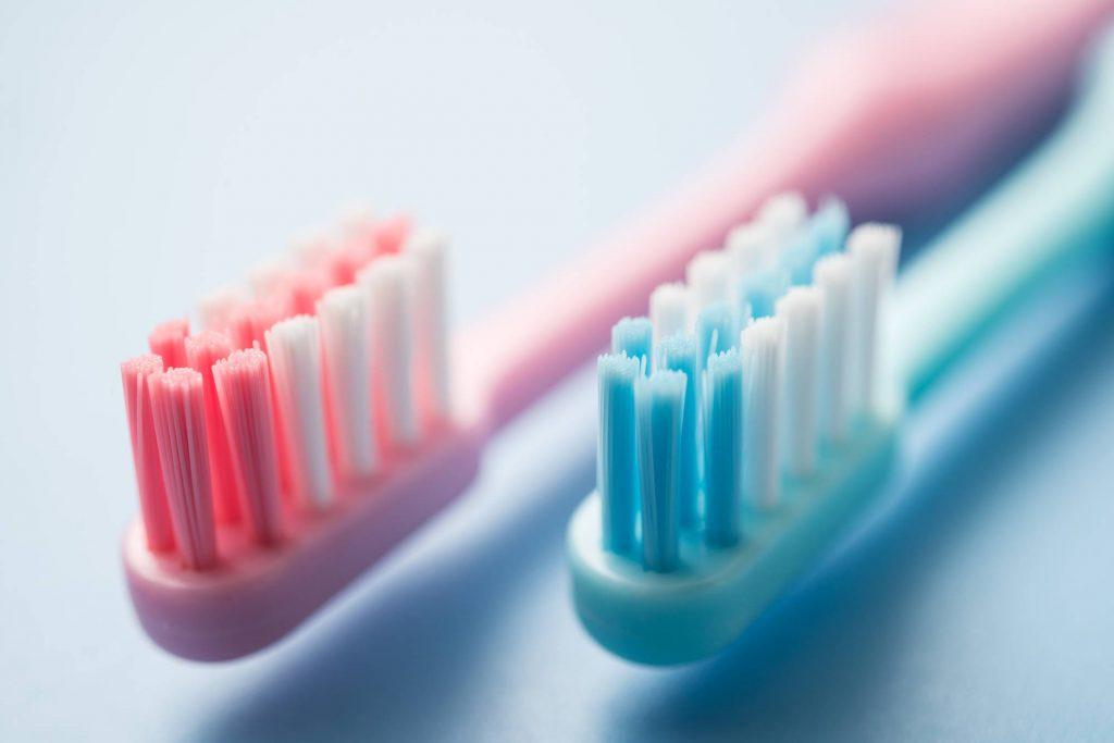 やわらかめの歯ブラシを使うと歯や歯茎が痛くなる原因とは?