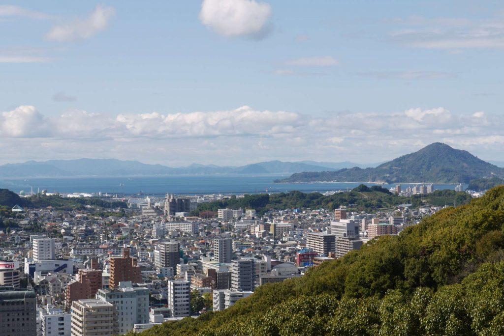 松山城から見た松山の街並み