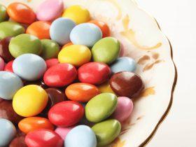 お菓子・飴・果糖などの甘いものは虫歯の原因になるの?