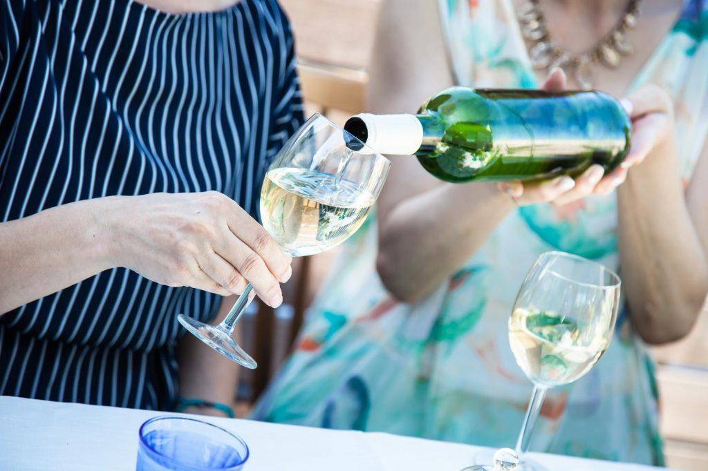 ワインやビールなどのアルコールは虫歯の予防につながる?
