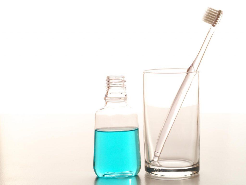 液体歯磨きと歯磨き粉・マウスウォッシュ・デンタルリンスの違いとは?
