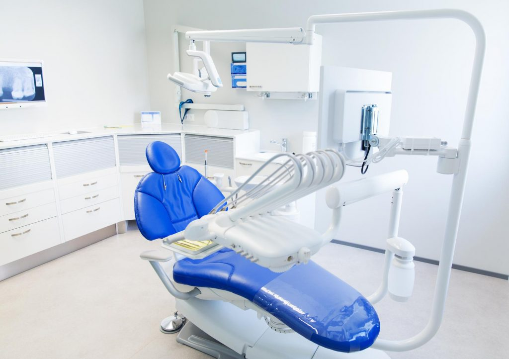 インプラントの手術後の経過について、消毒に通うペースは?抜糸まではどのぐらい?