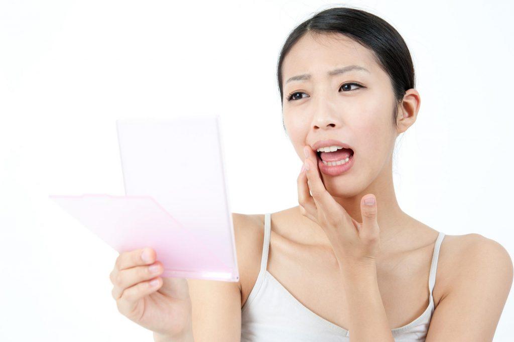 口内炎のときに出来る白い膜とは?取るとどうなるの?